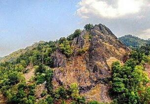 Objek Wisata Batu Gambir Di Pulomerak Cilegon Banten